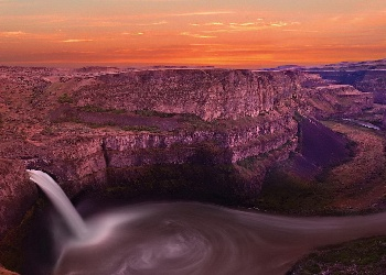 grand_canyon_waterfall_Wallpaper__yvt2
